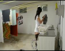 Der Tag einer Nymphomanin, in Haus mit der Hausarbeit
