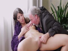 Young lady loves getting hardly fucked by old man (HD)