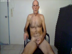 Bruce Wayne from Tequesta jerks off and begs to suck your cock